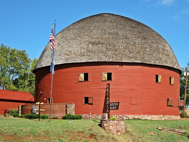 Arcadia_Round_Barn_in_Fall.jpg